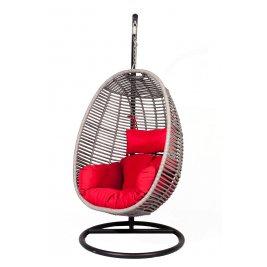 Подвесное кресло с красной подушкой - на пристани